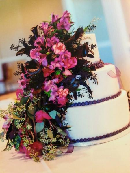 Let us create intricate floral designs for all your wedding needs!